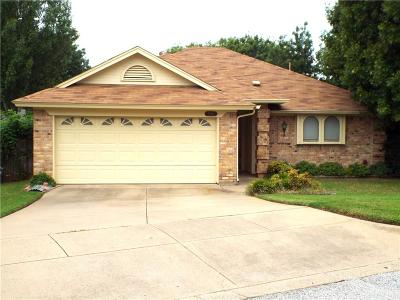 Fort Worth Single Family Home For Sale: 700 Sandy Trail