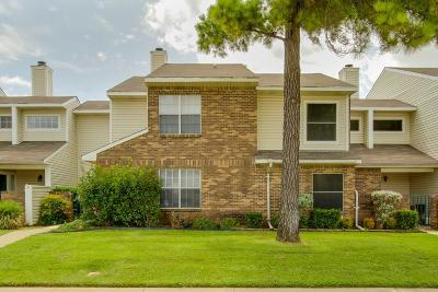 Lewisville Townhouse Active Option Contract: 712 Woodbend