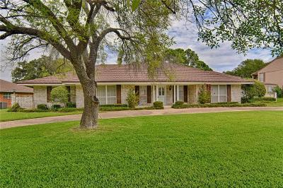 Fort Worth Single Family Home For Sale: 5713 Oakmont Lane