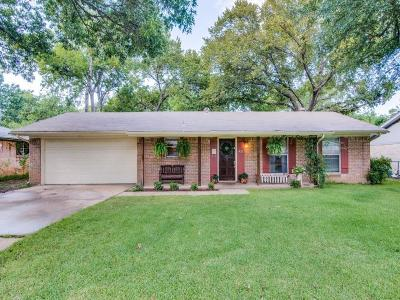 Grapevine Single Family Home For Sale: 421 Holly Street