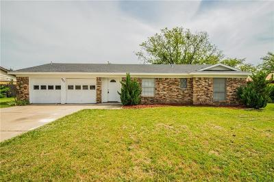 Benbrook Single Family Home For Sale: 907 Childers Avenue
