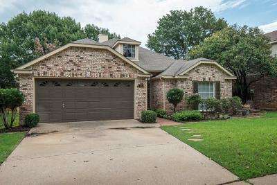 Grapevine Single Family Home For Sale: 1704 Hood Lane