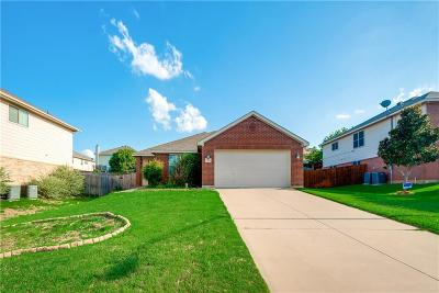 Fort Worth Single Family Home For Sale: 7534 Hedgewood Court