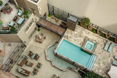 Condo Active Kick Out: 411 W 7th Street #902