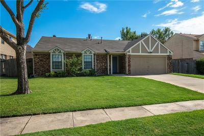 Grapevine Single Family Home For Sale: 1217 Eaton Lane