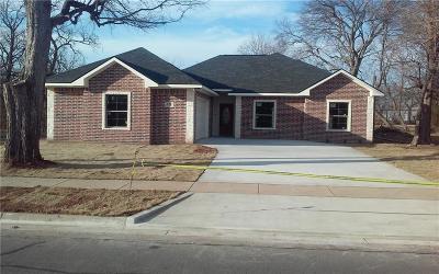 Single Family Home For Sale: 525 E Brockett Street