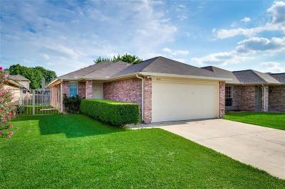 Grand Prairie Single Family Home For Sale: 1131 Meadows Drive