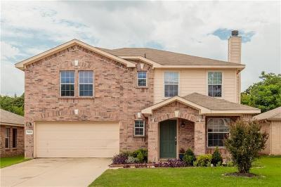 Fort Worth Single Family Home For Sale: 7952 Meadow View Trail