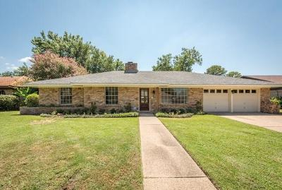 Arlington Single Family Home For Sale: 2208 Briarwood Boulevard