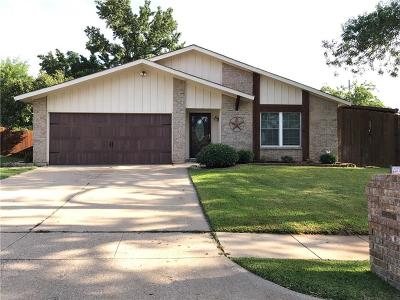 Bedford Single Family Home For Sale: 2317 Mesquite Court W