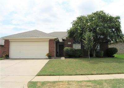 Kennedale Single Family Home For Sale: 1126 Greenview Lane