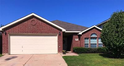 Fort Worth Single Family Home For Sale: 8833 Stirrup Way
