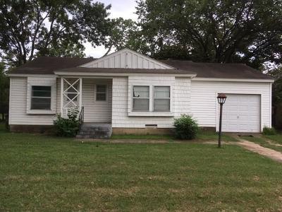 Arlington Single Family Home For Sale: 904 Forrestal Drive