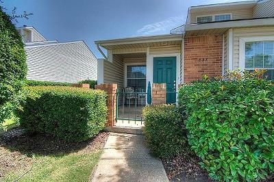 Lewisville Townhouse Active Option Contract: 837 Summercreek Drive