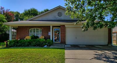 Arlington Single Family Home For Sale: 920 Tennessee Trail