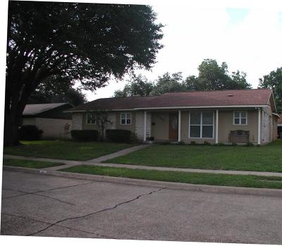 Garland Single Family Home For Sale: 3702 Burning Tree Lane