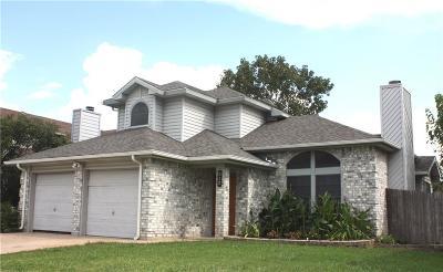Keller Single Family Home For Sale: 212 Cutting Horse Lane