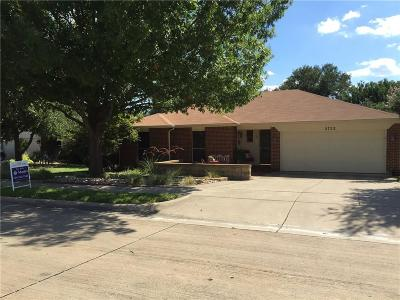Haltom City Single Family Home For Sale: 5752 Bridgeport Court