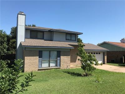 Arlington Single Family Home For Sale: 2205 Newbury Drive