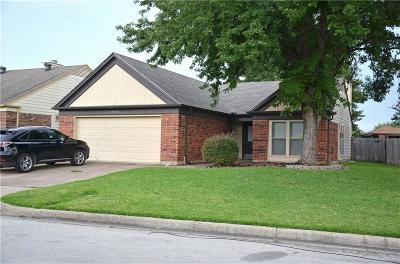 Fort Worth Single Family Home For Sale: 3704 Huckleberry Drive