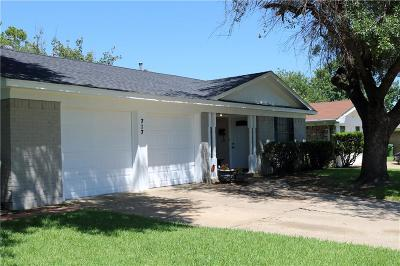 Garland Single Family Home For Sale: 717 McDivitt Drive
