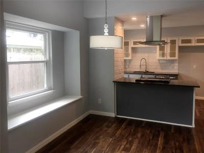 Arlington Single Family Home For Sale: 202 Colony Drive