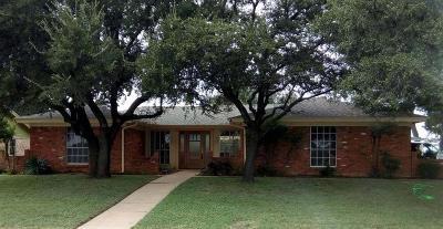 Hurst Single Family Home For Sale: 1437 Cavender Drive
