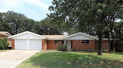 Euless Single Family Home For Sale: 703 Oakwood Drive