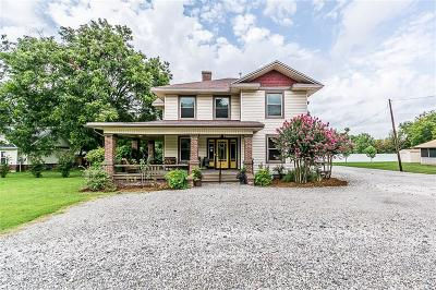 Single Family Home For Sale: 530 Waco Street