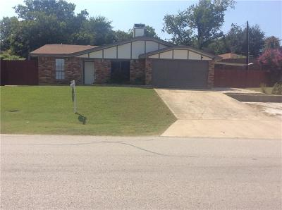 Lewisville Single Family Home For Sale: 124 Parkway Drive