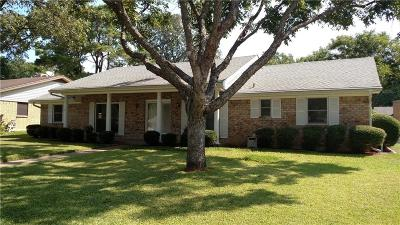 Hurst Single Family Home For Sale: 1740 Acorn Lane