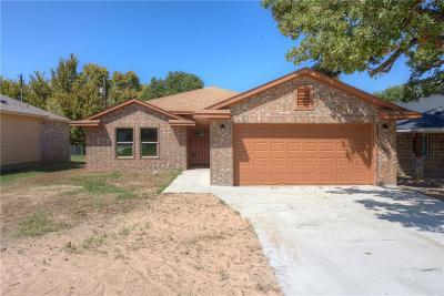 Lake Dallas Single Family Home For Sale: 727 Thompson Drive