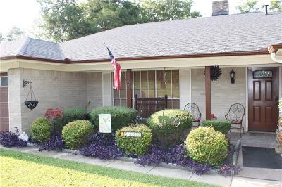 Haltom City Single Family Home For Sale: 5800 S Diamond Oaks Drive