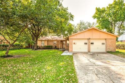 Irving Single Family Home For Sale: 715 Tanglewood Drive E