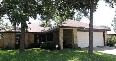 Arlington Single Family Home For Sale: 318 Lemon Drive
