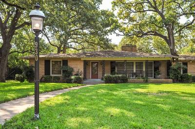 Arlington Single Family Home For Sale: 930 Meadow Oaks Drive