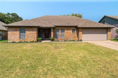 Grapevine Single Family Home For Sale: 2120 S Winding Creek Drive