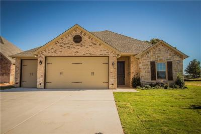 Granbury Single Family Home For Sale: 2009 Clive
