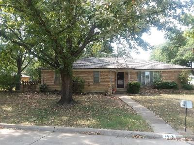 Grand Prairie Single Family Home For Sale: 1413 Canadian Circle