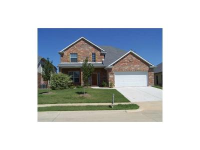 Grand Prairie Single Family Home For Sale: 548 Palomino Way