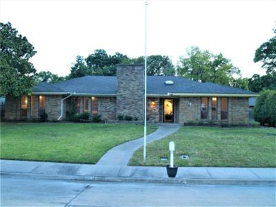 Lewisville Single Family Home For Sale: 754 Knollridge Drive