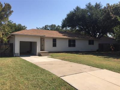 Arlington Single Family Home For Sale: 202 Parkview Drive