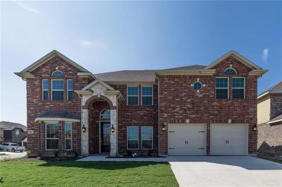 Fort Worth Single Family Home For Sale: 9801 Milkweed