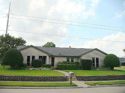 Mesquite Single Family Home For Sale: 402 Sumner Drive