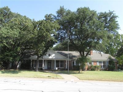 Denton Single Family Home For Sale: 2015 Williamsburg Row