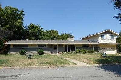 Grand Prairie Single Family Home For Sale: 830 Blackburn Street