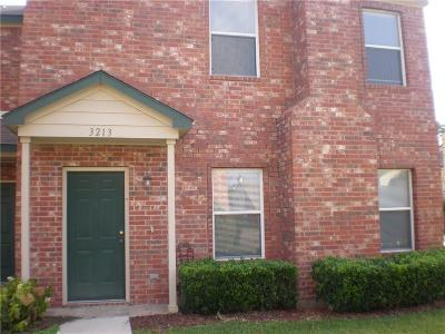 Garland Townhouse For Sale: 3213 Roundtree Lane