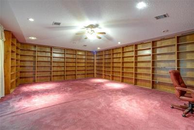 Dallas Single Family Home For Sale: 2519 E Pentagon Parkway