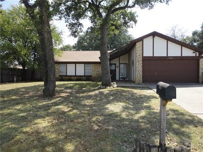 North Richland Hills Single Family Home For Sale: 8320 Oak Court