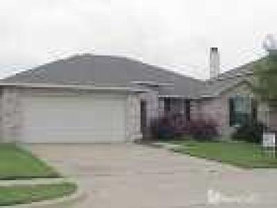 Grand Prairie Single Family Home For Sale: 2120 Dove Circle